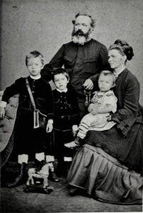 Maistrova družina (oče Franc, mama Frančiška, brata Artur in Ernest ter najmlajši Rudolf Maister v naročju matere)
